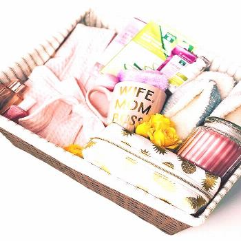 Mom deserves a spa day … every day! A basket stocked with all things pampering is the perfect las